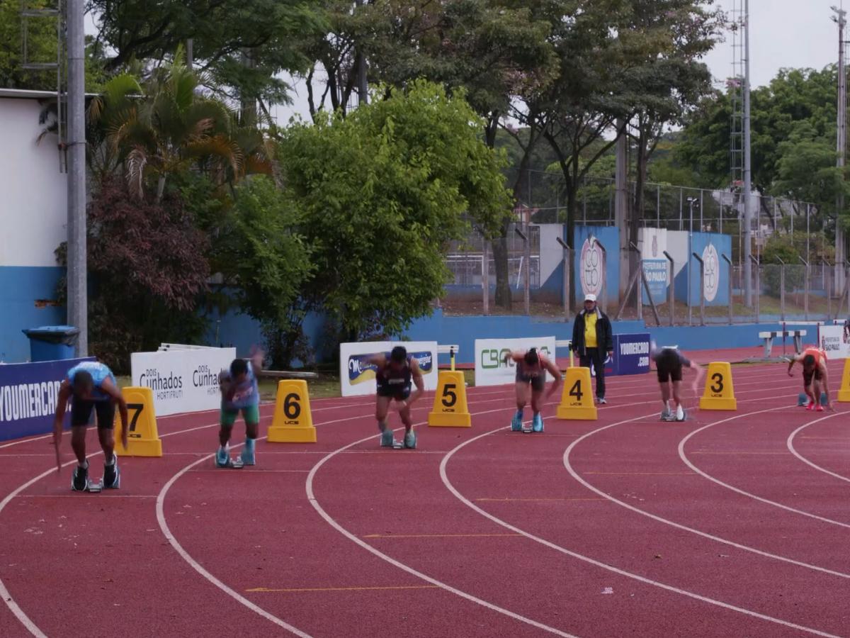 Atletas no centro olímpico (Crédito Federação Paulista de Atletismo)